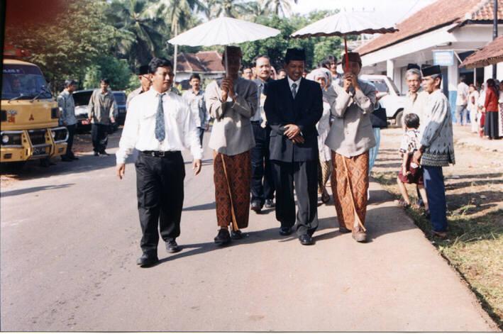 Rombongan pengantin pria...